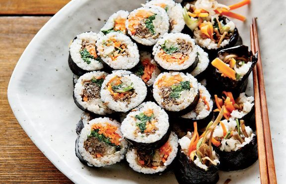 Sushi Rolls Korea dengan Serpihan Walnut Edamame dicari